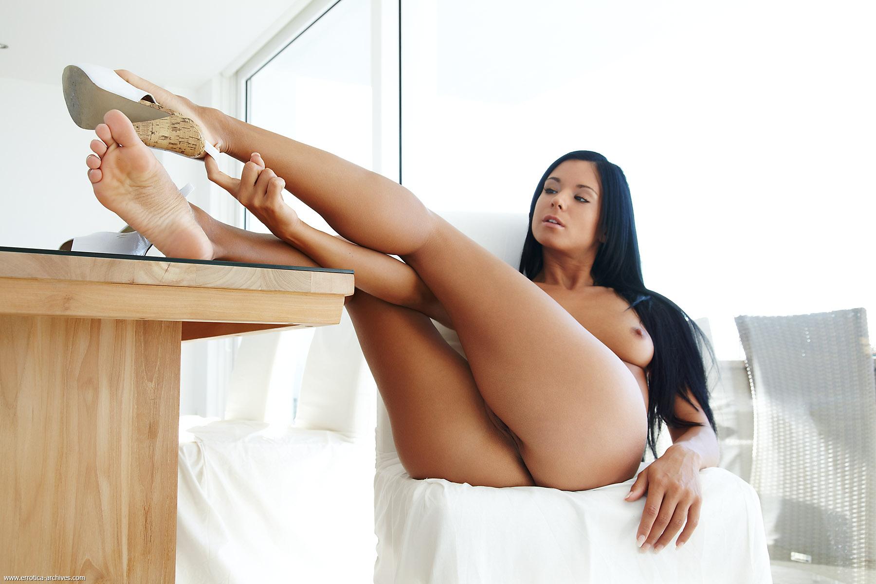 Много голых ступней фото 303-112