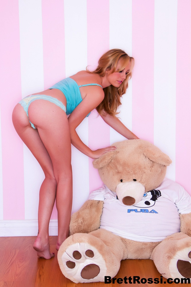 Shaved Blonde Teen With Her Teddy Bear Fappenist 1
